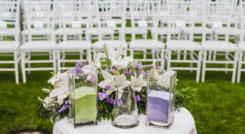 El rito de la Sal y decoración floral. Antes del comienzo de la ceremonia