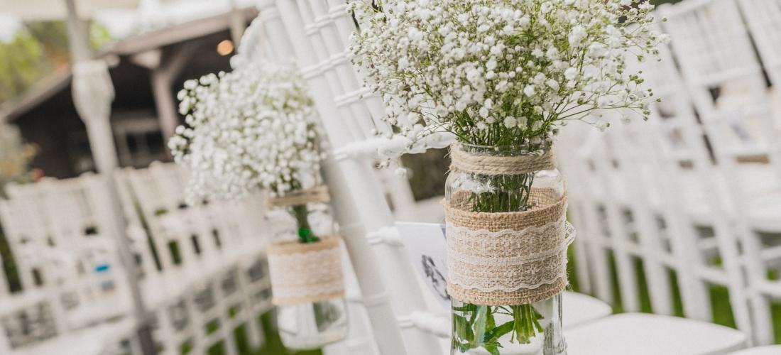 Decoración floral. Tarros con tela de saco y puntilla. El Hueco. Valladolid